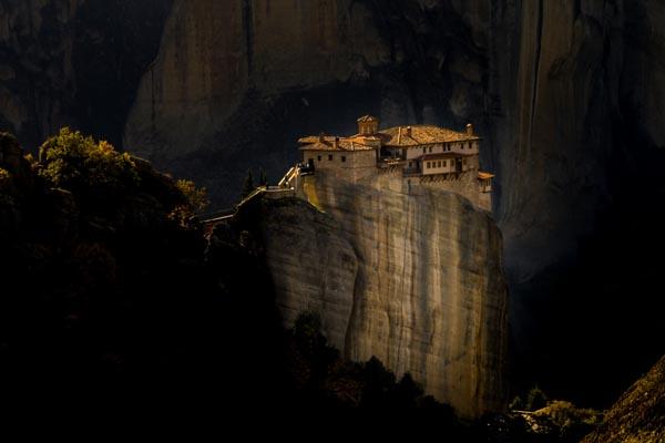 D4-travel_GIORGOS_TSIGKAS_sunrise-in-the-Agia-Triada_greece